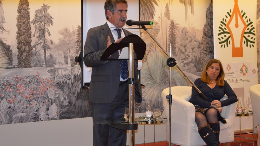 Miguel Ángel Revilla durante su intervención en el ciclo 'Palabra de Candidato' del Club de Prensa Pick Santander.