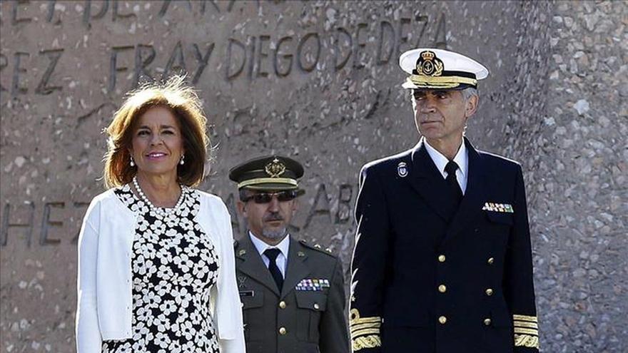 Botella preside su último izado solemne de bandera en la festividad de Madrid