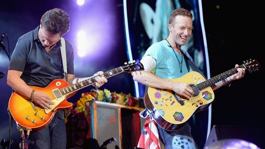 Michael J. Fox en el escenario con Chris Martin