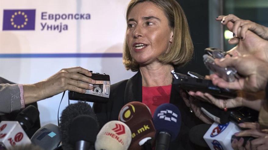 Mogherini pide al presidente macedonio que deje a la oposición formar Gobierno
