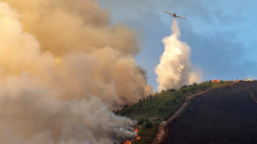 Un incendio en Salvaterra quema 200 ha y otro en Folgoso llega a 105 ha