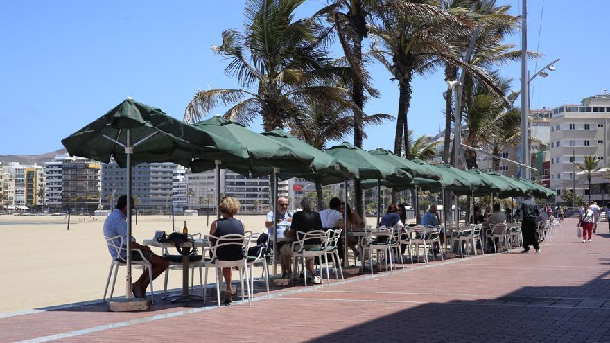 Cambios en la nueva normalidad en Canarias: el Gobierno modifica algunas restricciones en locales de ocio, playas y alojamientos