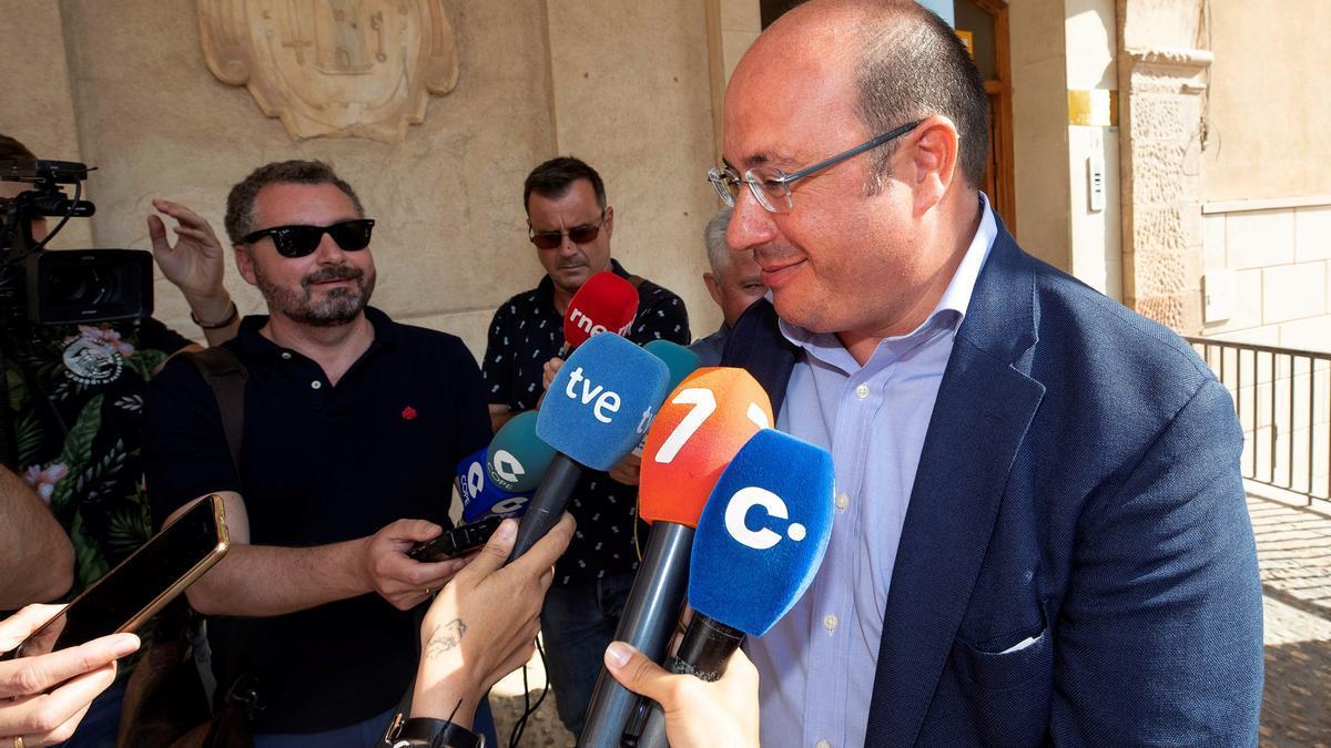 El expresidente de la Comunidad de Murcia Pedro Antonio Sánchez (d). EFE/Macial Guillén/Archivo