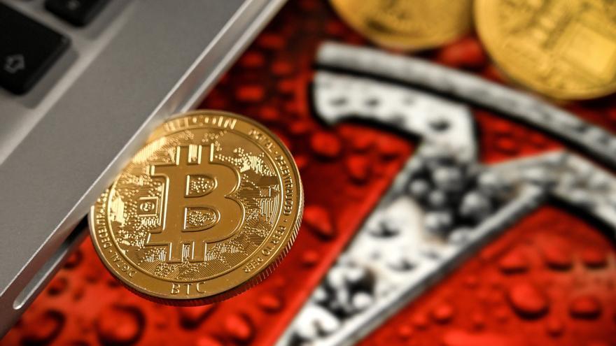 El bitcóin supera los 63.000 dólares y marca un nuevo máximo histórico