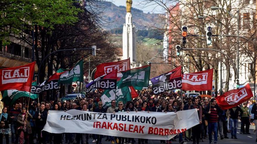 Un momento de la manifestación de docentes, en Bilbao.