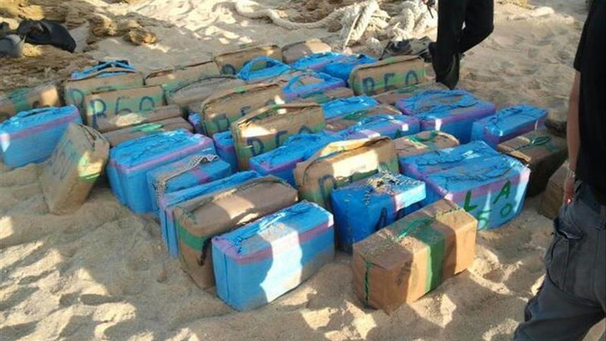 Intervenidas tres toneladas de hachís en la costa de Tarifa (Cádiz)