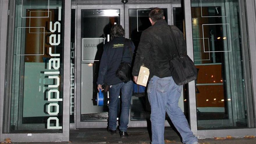 La Policía abandona la sede del PP tras su registro