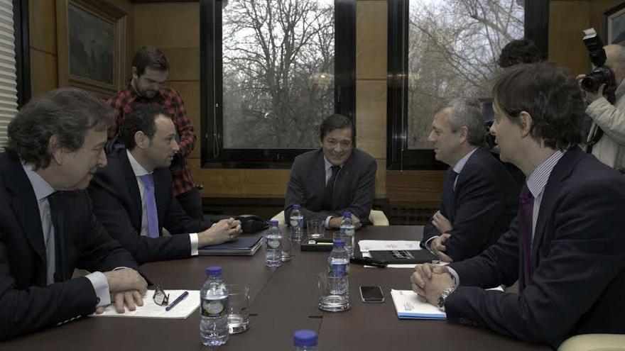 El presidente Javier Fernández y los representantes de la macrorregión, a la que se incorpora Asturias.