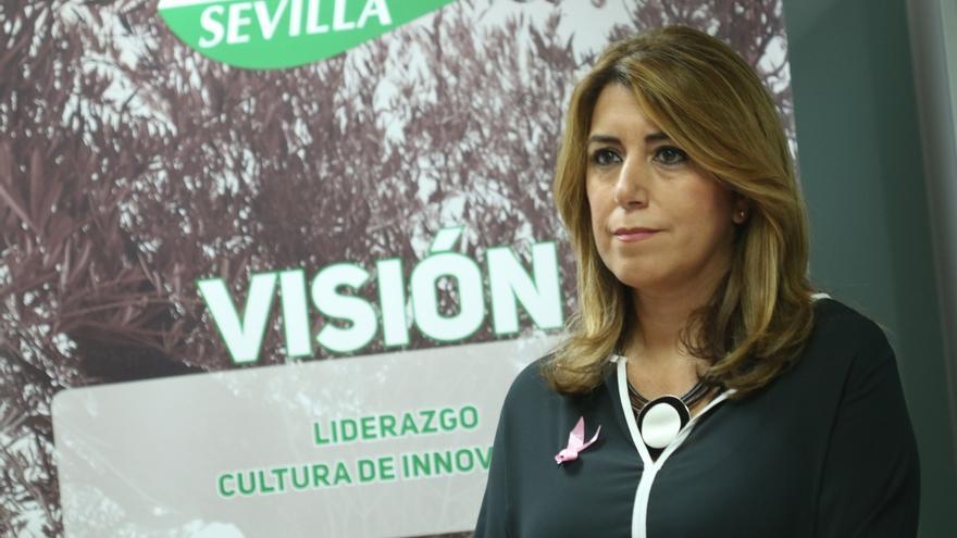 """Susana Díaz afirma que el Gobierno tiene la obligación """"de restituir la legalidad"""" tras la """"amenaza"""" de Puigdemont"""