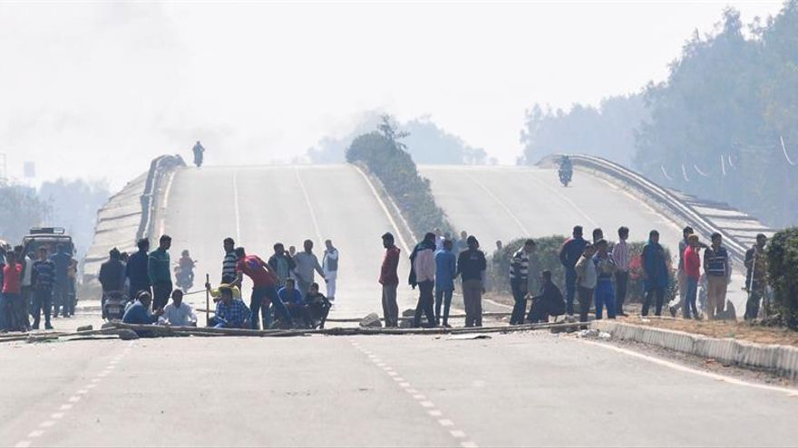 Al menos 10 muertos y 150 heridos en protestas contra la discriminación en India