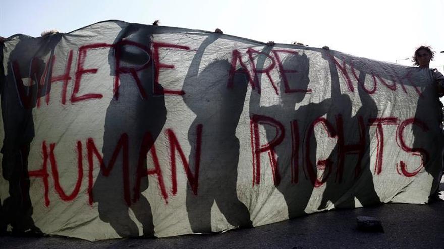Continúa el desalojo del campamento improvisado de Idomeni en Grecia
