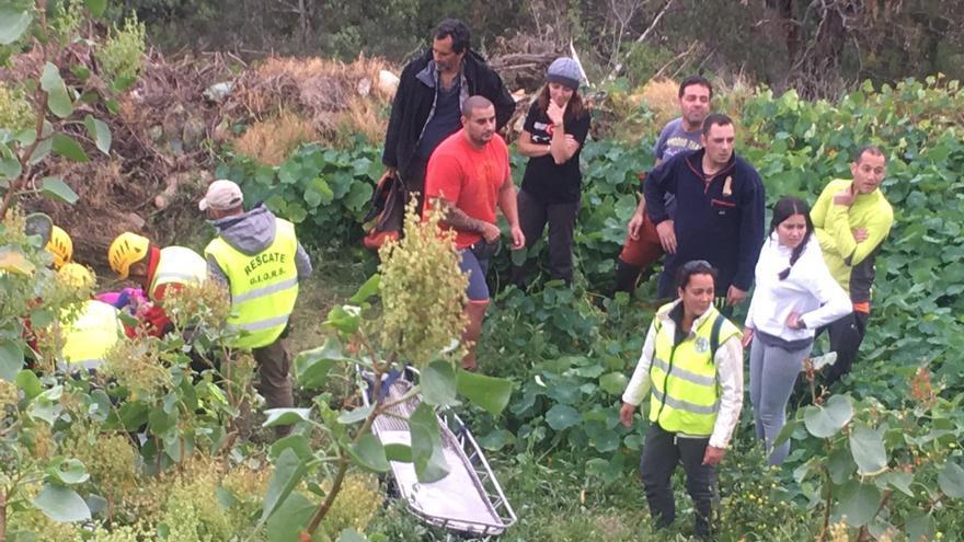 Momento del rescate de Ludovina García, la anciana desaparecida en Gran Canaria