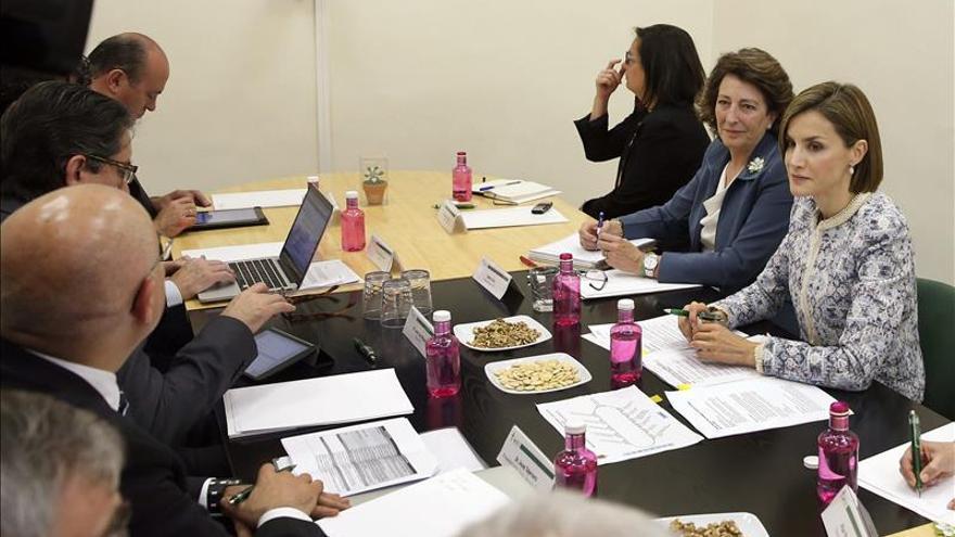 La Reina preside la reunión de la AECC que diseña su estrategia en investigación