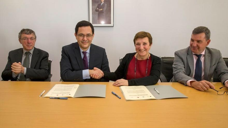 Sanidad y la Fundación Amancio Ortega firman un convenio para equipamiento oncológico por 2,8 millones
