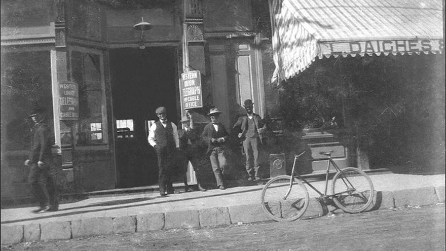 Una oficina de telégrafos de la Western Union de en torno a 1910