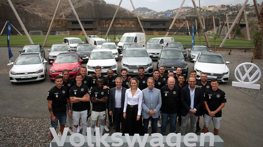 Volkswagen equipa este año la flota de la UD Las Palmas con diez Tiguan R-line, dos Golf GTI, dos Arteon R-line, un Touareg y cuatro vehículos comerciales.