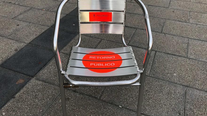 Una de las sillas requisadas por el Ayuntamiento