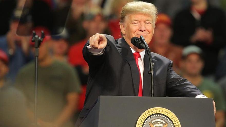 Trump pide en Pensacola el voto para un candidato al Senado acusado de abuso