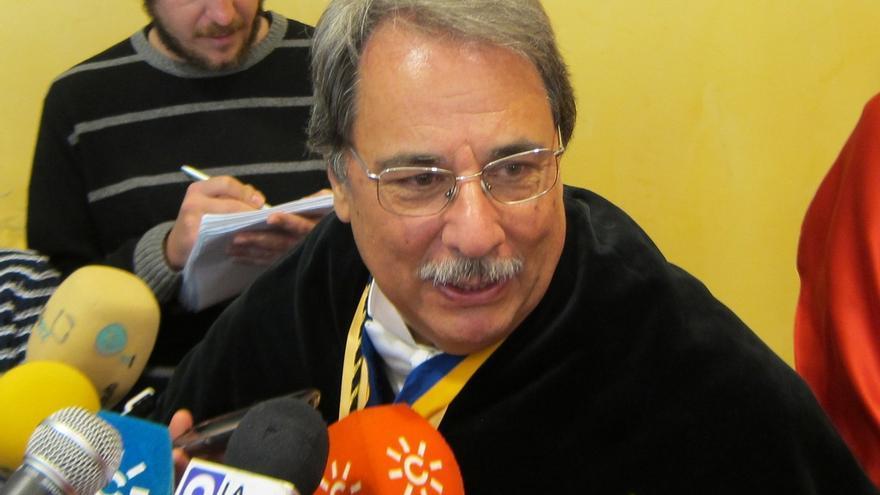 """El rector de la UNIA pide a Wert que """"retire y repiense"""" el '3+2', que """"puede crear un agujero en el bolsillo"""""""