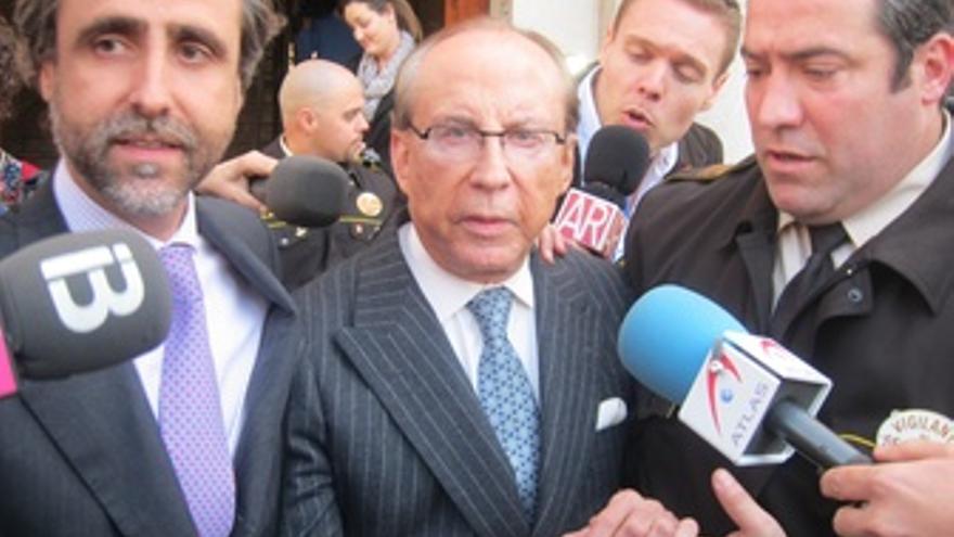 Ruiz-Mateos Con Su Hijo Y Primo, Al Salir Del Juzgado