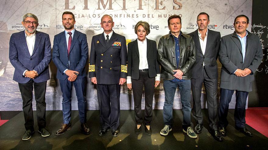 Foto de familia en la presentación de la serie 'Sin límites'