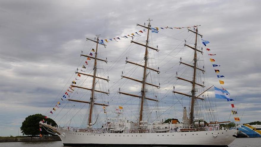 """La fragata """"Libertad"""" visita el puerto de Amsterdam en el bicentenario de independencia"""