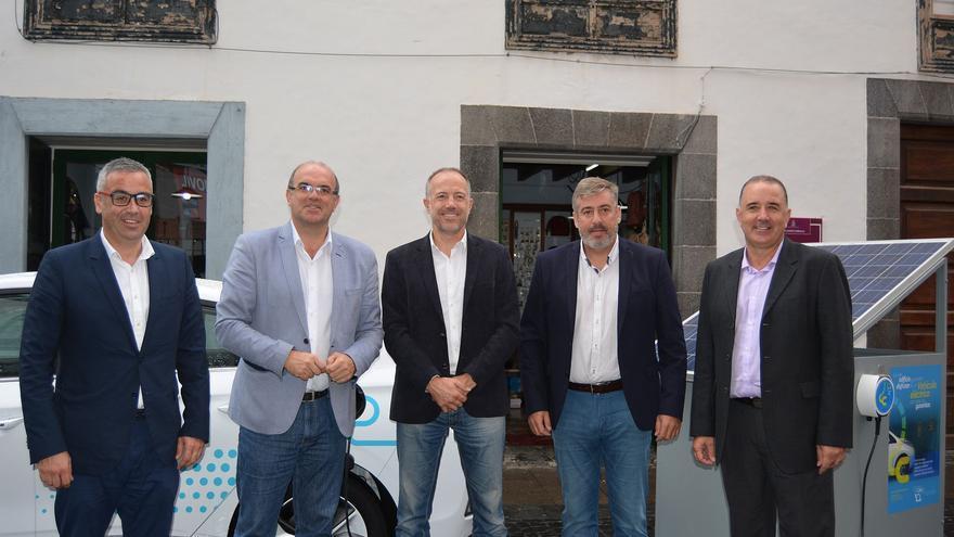 Inauguración de la 'Feria del Vehículo Eléctrico' en la Calle Real de Santa Cruz de La Palma.