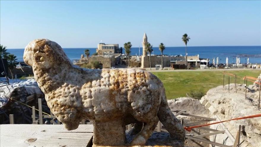 Descubren la talla de un cordero cerca de una antigua iglesia de Cesarea