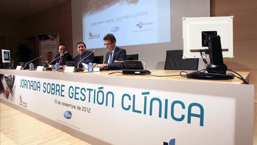 Las sociedades científicas ofrecen gestión clínica frente a la externalización