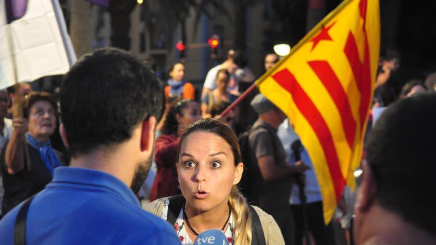 La secretaria general de Podemos en Canarias en la manifestación en Gran Canaria por el 1 de octubre