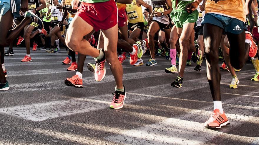 Corredores a la salida de una competición en València.