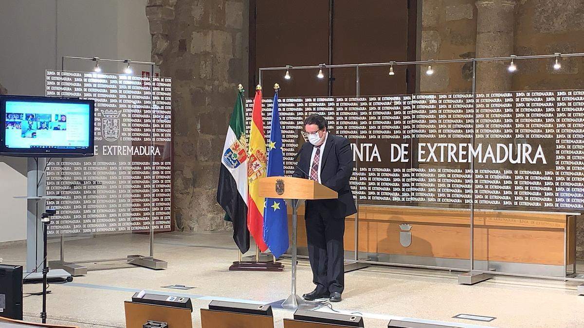 El consejero de Sanidad y Políticas Sociales, José María Vergeles, ha anunciado las medidas para el puente de San José y Semana Santa
