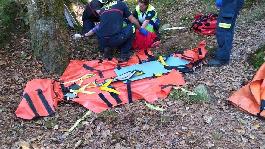 Evacuada una mujer que se cayó desde dos metros en una ruta en Ucieda