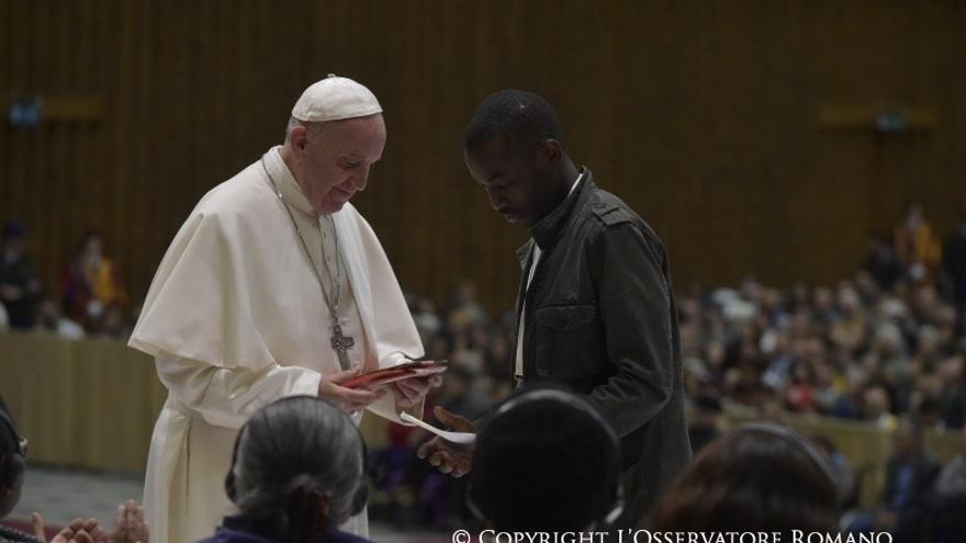 Encuentro entre el representante de los manteros y el Papa Francisco