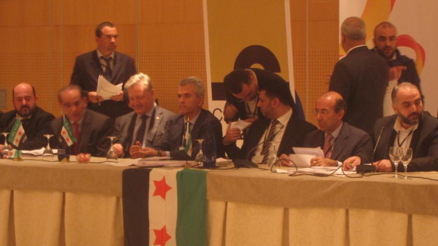 """Opositores a Al Assad concluyen que la solución pasa por """"la caída"""" del régimen y piden conferencia nacional"""