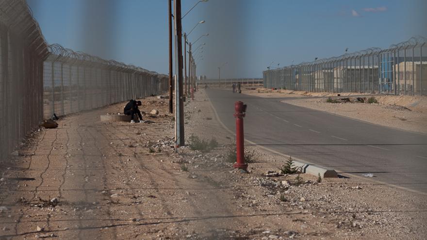 El interior del centro de detención de Holot, situado en medio del desierto y aislado del resto de Israel. | Foto: Isabel Cadenas Cañón