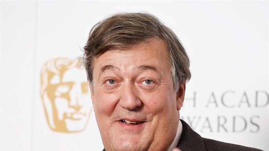 Stephen Fry deja Twitter tras ser criticado por su intervención en los Bafta