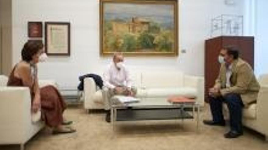 El Presidente del Parlamento de Navarra recibe a una representación de la Fundación Tutelar Navarra (FUTUNA).
