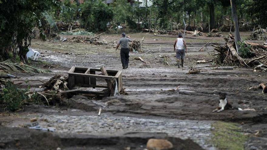 El huracán Otto deja 10 muertos y 11.000 damnificados en 412 pueblos de Costa Rica