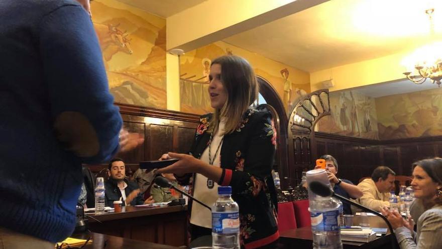 Patricia Gonzalez durante el acto de toma de posesión como nueva concejal de CC en el Ayuntamiento de Los Llanos de Aridane.