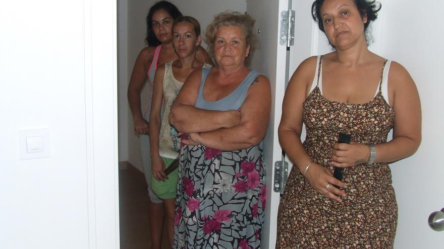 Vecinos en el edificio ocupado de Puerto Real