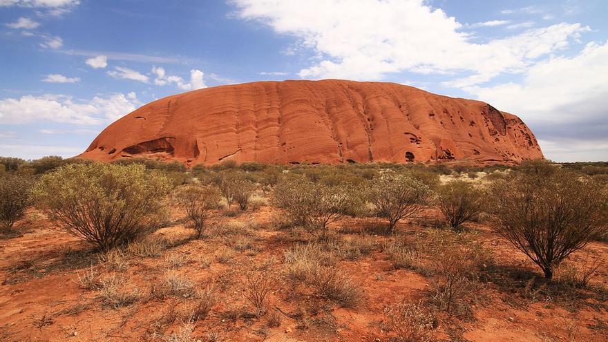 El Uluru, símbolo sagrado de los aborígenes australianos. jacqueline Wales
