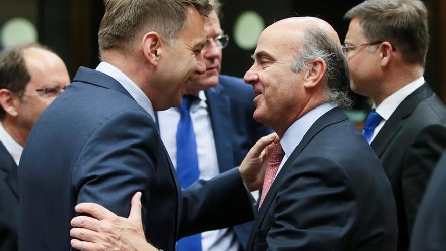 De Guindos insiste en que no se multará a España y mandará mañana sus alegaciones