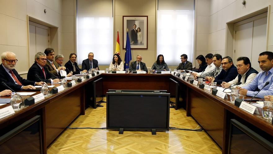 Iñigo de la Serna asegura que las empresas se plantean utilizar puertos extranjeros si hay huelga de estibadores