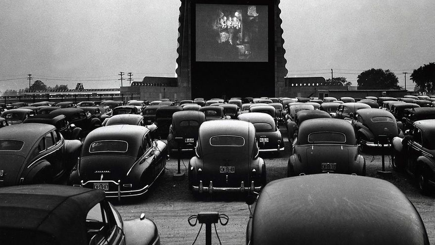 Un drive in cinema en 1948, en EEUU