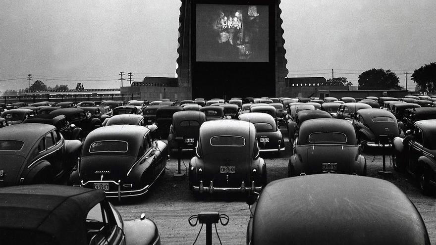 Un drive in cinema en 1948, en EEUU