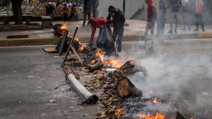 """Piden investigar a Maduro por uso """"desproporcionado de la fuerza"""" en protesta"""