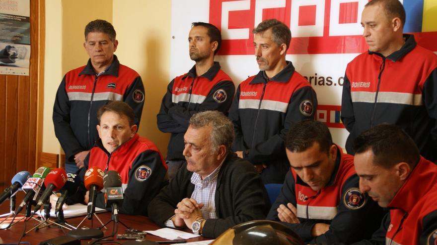 Portavoces de la Junta de Personal del Consorcio de Bomberos, durante la rueda de prensa de este viernes