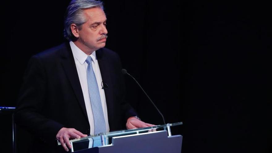"""Fernández dice que Macri es """"historia"""" y pide a Argentina """"seguir avanzando"""""""