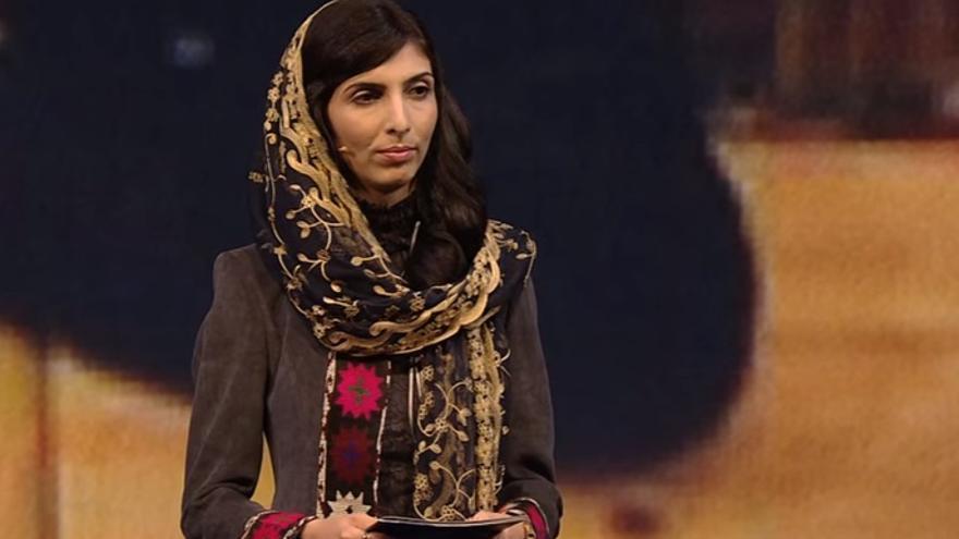 Roya Mahboob en su conferencia en el Oslo Freedom Forum (2016), en un fotograma de vídeo de Youtube.